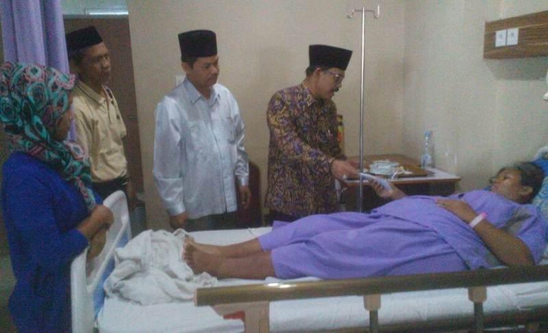 Beri Santunan, PCNU Cirebon Siap Tampung Anak Fitriyah di Pesantren