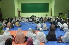 Ratusan Orang Khusyuk Ikut Zikir dan Doa dalam Jamiyyah Hadlariyyin LDNU Cirebon