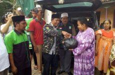 LPBINU Kabupaten Cirebon Beri Bantuan Korban Banjir di Japura Kidul