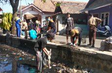 Peduli Lingkungan, NU Astanajapura Ajak Warga Turun ke Sungai Bersih-Bersih Sampah